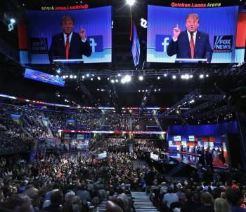 7779328298_donald-trump-et-les-candidats-republicains-lors-du-premier-debat-des-primaires-a-cleveland-ohio