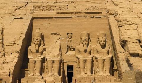 Égypte : le sphinx au pied d'argile