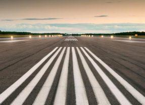 L'aéroport: entre ouverture au monde et barrières